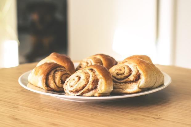 pastries-2208050_1920